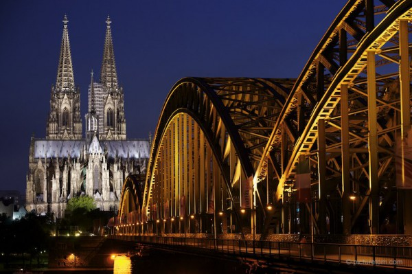 Kölner Dom bei Nacht © picturetom