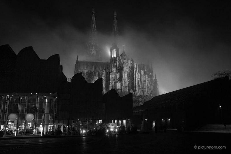 kölner dom nebel