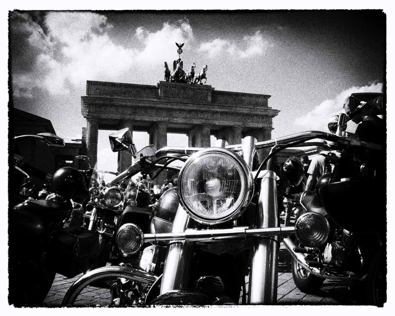 Motorbikes, Brandenburger Tor