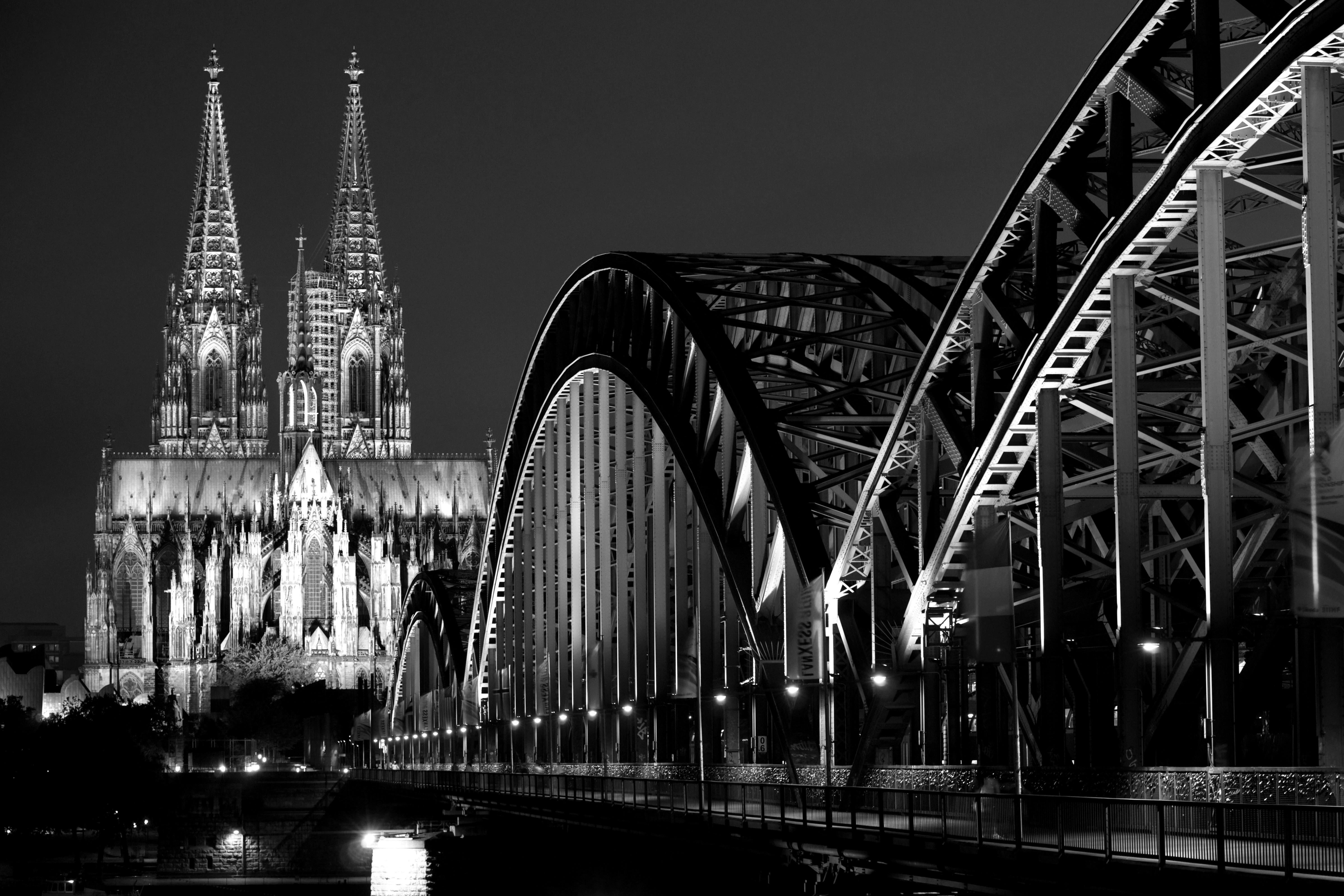 Arne Schmitt: Ein neues, poröses Buch des Kölner Fotografen